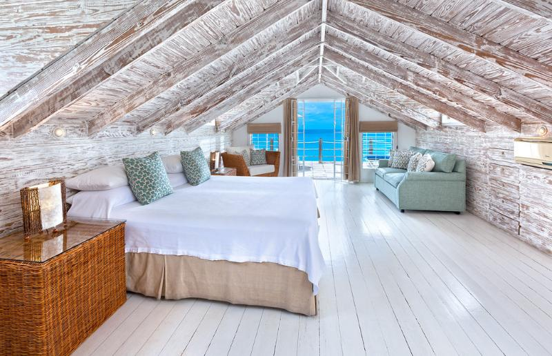 Master bedroom upstairs - Idyllic beach house, Mullins Beach, amazing views - Mullins - rentals