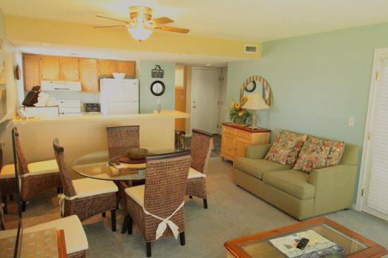 Great Condo on 1st Floor, Only a Block from the Beach 15157 - Image 1 - Myrtle Beach - rentals