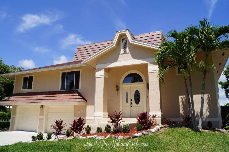 FIELDSTONE - Sleeps 10, Steps to Beach! - Image 1 - Marco Island - rentals