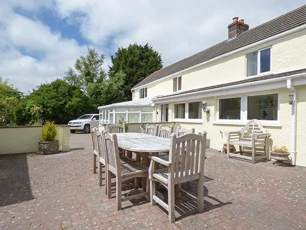 MAGPIES COTTAGE, detached, luxurious, spacious, conservatory, games room, parking, garden, in Redruth, Ref 919508 - Image 1 - Redruth - rentals