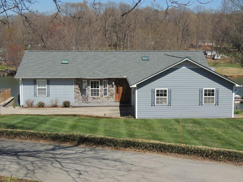 Peaceful Lakefront Living - Book your Lake Vacation Today! $215/nt in November - Sherrills Ford - rentals