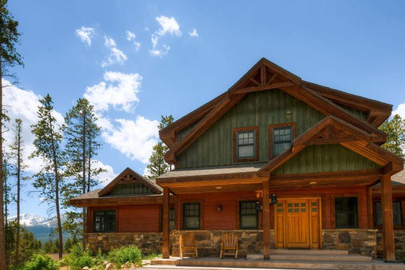 Located on an acre of land giving breathe taking views of Breckenridge. - Blue Jay Home - Breckenridge - rentals