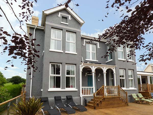 BRYN BERWYN, spacious pet-friendly cottage with sea views, WiFi, Tresaith, Ref 912945 - Image 1 - Cardigan - rentals
