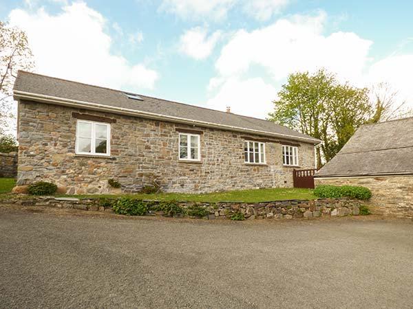 LLETY'R LLWYNOG, detached, WiFi, woodburner, garden, near Narberth, Ref 922257 - Image 1 - Narberth - rentals