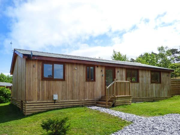 CARTMEL LODGE, detached log cabin, all ground floor, en-suite, woodburner, parking, in Cartmel, Ref 925513 - Image 1 - Cartmel - rentals