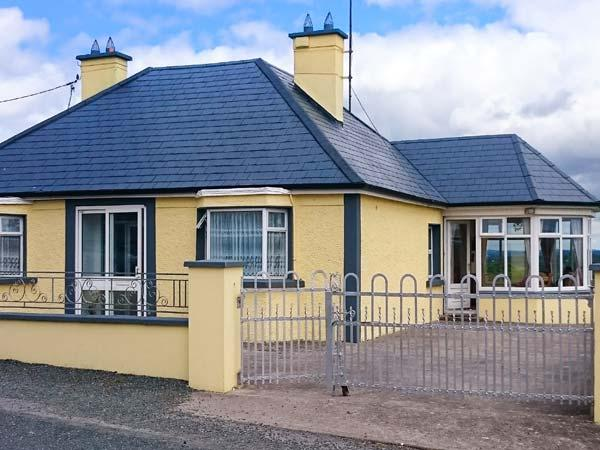HILLTOP BUNGALOW, detached, ground floor, open fire, en-suite wet room, good touring base overlooking lough in Aughnacliffe, Ref 926561 - Image 1 - Gowna - rentals