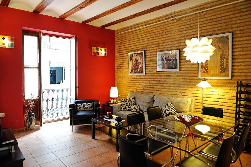 Living-room and balcony - LOVELY NEST IN VALENCIA-WIFI-HUGE GARDEN NEARBY - Valencia - rentals