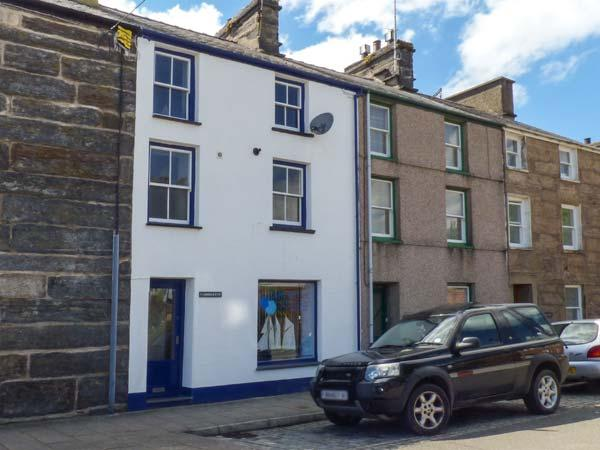 HARBOURSIDE, duplex apartment with WiFi, close to beach and amenities, Porthmadog, Ref 911870 - Image 1 - Porthmadog - rentals