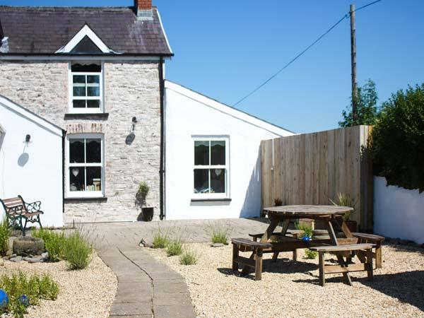 THE DEN, semi-detached cosy cottage, woodburner, WiFi, on a smallholding near Carmarthen, Ref 920073 - Image 1 - Llanybri - rentals