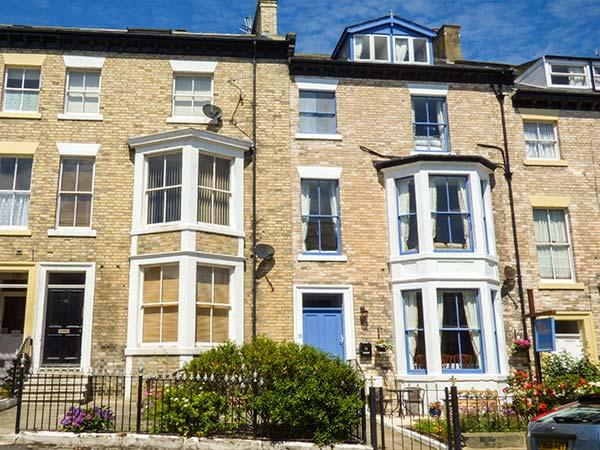 HIDDEN TREASURE, mid-terrace Victorian property with original fireplaces, WiFi, 5 mins walk from beach in Whitby, Ref 920458 - Image 1 - Whitby - rentals