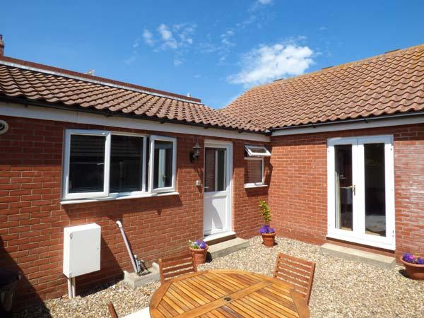 ST WINIFREDS, ground floor, WiFi, close to beach, pet-friendly cottage in Mundesley, Ref. 925268 - Image 1 - Mundesley - rentals