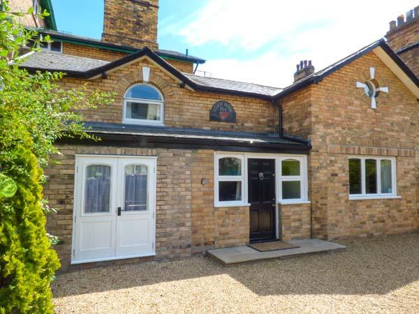 THE COACH HOUSE, cosy Victorian property, gravelled garden, walking distance to shop, pub and beach, in Scarborough, Ref 917238 - Image 1 - Scarborough - rentals