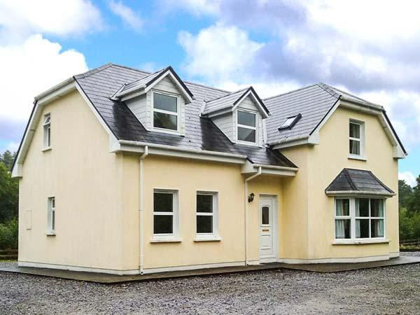 LOUNAGHAN HOUSE, en-suites throughout, solid fuel stove, close to the coast, stunning scenery, near Kenmare, Ref. 924357 - Image 1 - Kenmare - rentals