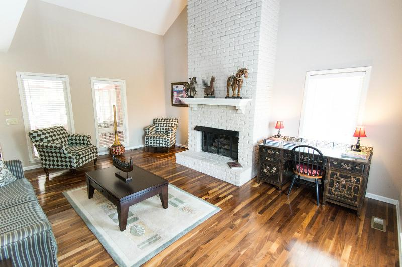 Living Room - The Red House in Nashville ~ Family Friendly ~ 62' TV - Nashville - rentals