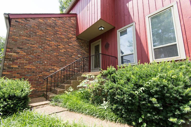 Entrance - The Red House in Nashville ~ Family Friendly ~ 62' TV - Nashville - rentals