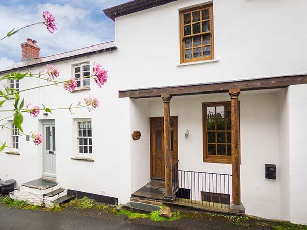 PILLAR HOUSE, Grade II listed property with character features, WiFi, near harbour in Bostcastle, Ref. 23764 - Image 1 - Boscastle - rentals