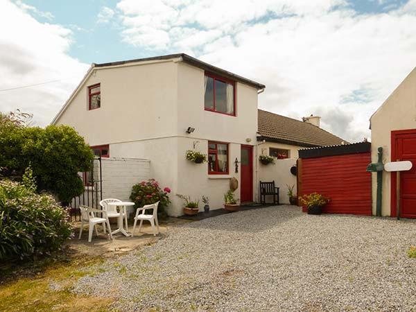 CLANMARA, coastal, woodburner, garden, off road parking, near Glenbeigh, Ref 906103 - Image 1 - Glenbeigh - rentals