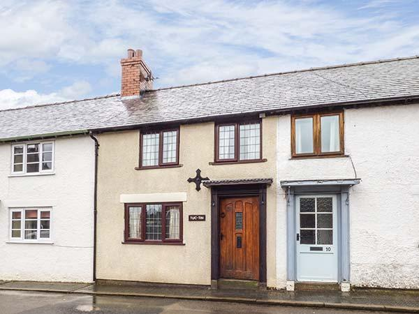 TUC-TIN, terraced cottage,character cottage with old range, garden, in Clun, Ref 915462 - Image 1 - Clun - rentals