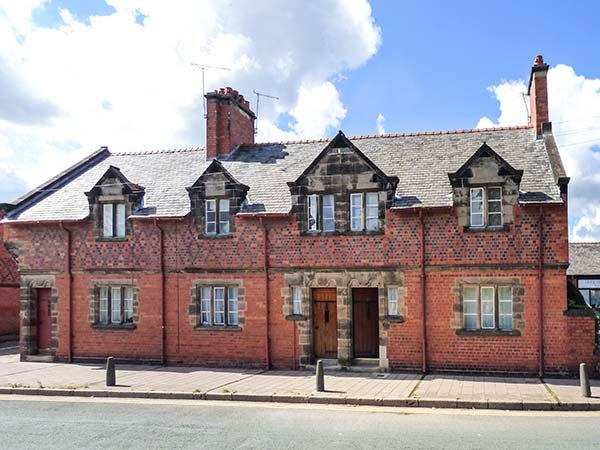 HANDBRIDGE COTTAGE Grade II listed, woodburning stove, close to city centre in Chester Ref 917786 - Image 1 - Chester - rentals