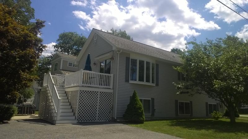 deck off kitchen, park 3 cars - Footbridge Beach Area- Sleeps 6- Spotless - Ogunquit - rentals