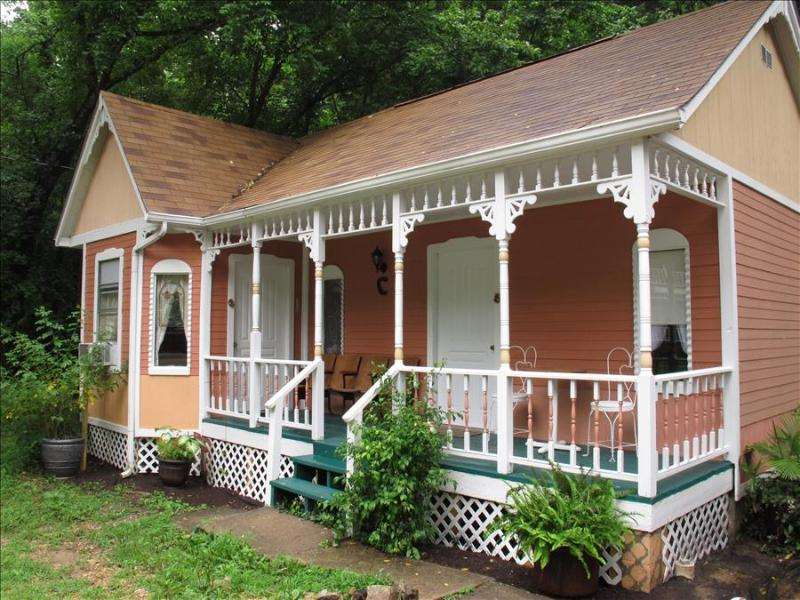 Cottages on Main Street #6 Peach, Downtown Eureka Springs Cabin, BEST VALUE! WiFi, Cable, Trolley, W - Image 1 - Garner - rentals