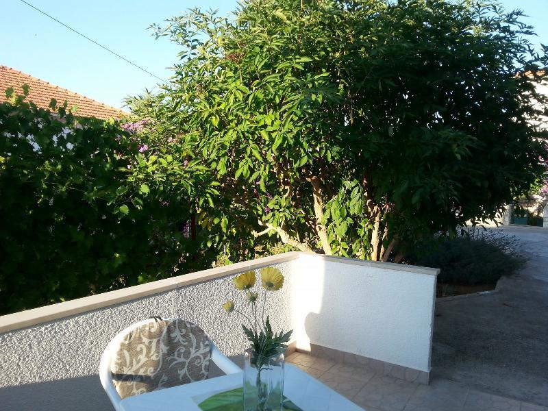 A2(2+1): garden terrace - 05401SUPE A2(2+1) - Supetar - Supetar - rentals