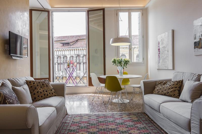 Manin apartment living room with balcony and panoramic view - Manin - Venice - rentals