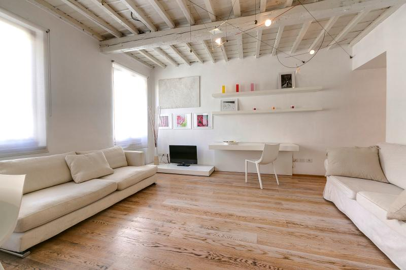 Charming Apartment in the Oltrarno Area of Florence - Image 1 - Florence - rentals