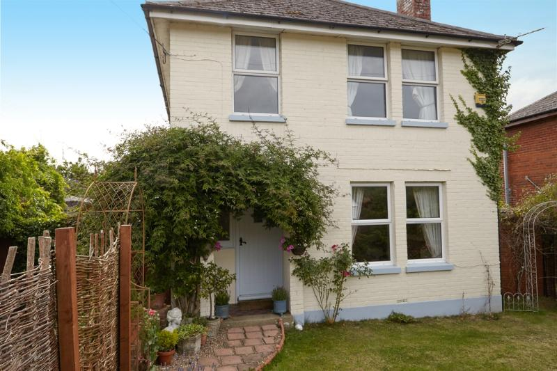 Lyncroft located in Newchurch, Isle Of Wight - Image 1 - Sandown - rentals