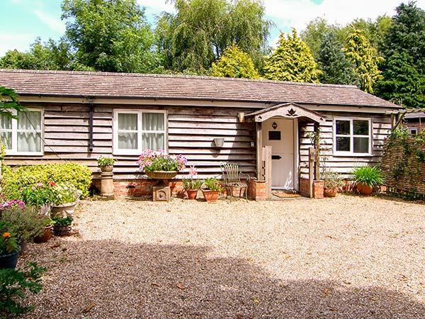 BREACH COTTAGE, single-storey barn conversion, off road parking, garden, in Devizes, Ref 25806 - Image 1 - Devizes - rentals