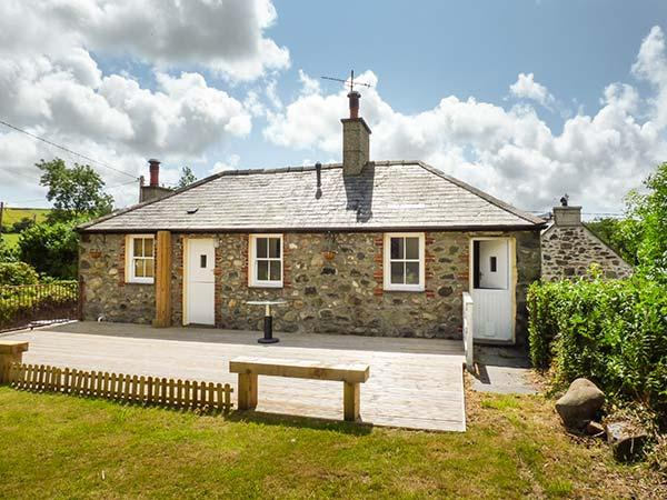 TY UCHAF, character cottage, off road parking, large garden, near Trefor, Ref. 5308 - Image 1 - Trefor - rentals