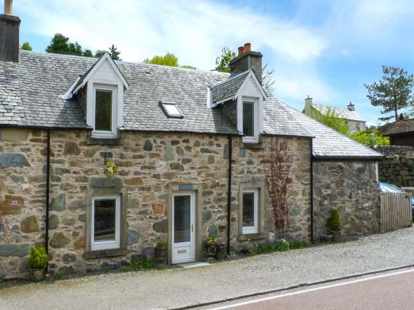 RIVER VIEW COTTAGE, woodburner, WiFi, good walking and fishing in national park, cycle route across road, in Strathyre, Ref 924394 - Image 1 - Strathyre - rentals