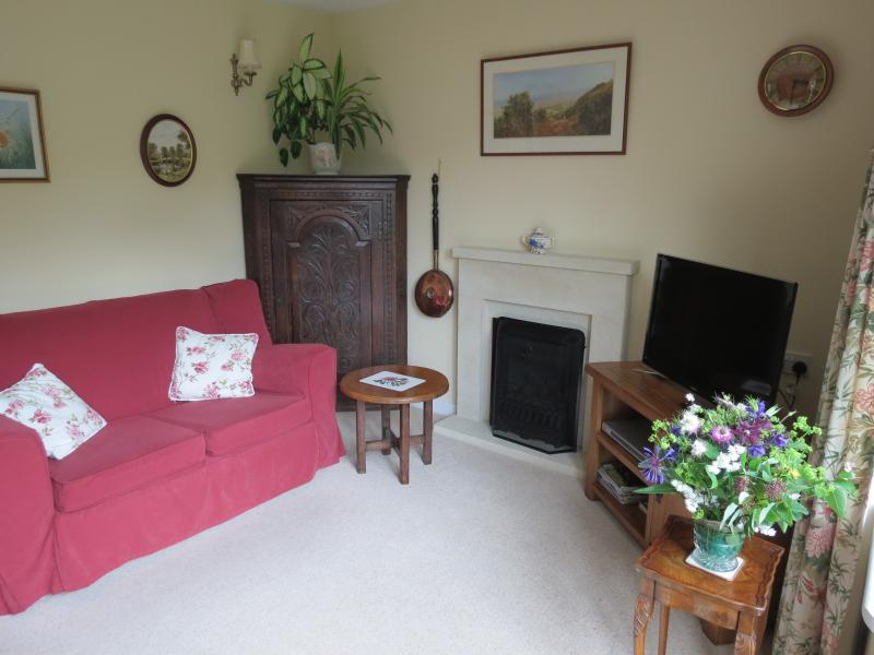 London Road Guest Accommodation Self- contained - Image 1 - Chippenham - rentals