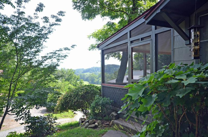 Valley View Cottage - Image 1 - Bryson City - rentals