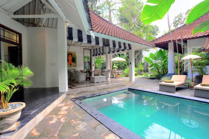 Villa Putih Sekali By Bali Villas Rus -EAT STREET VILLA IN CENTRAL SEMINYAK - Image 1 - Seminyak - rentals
