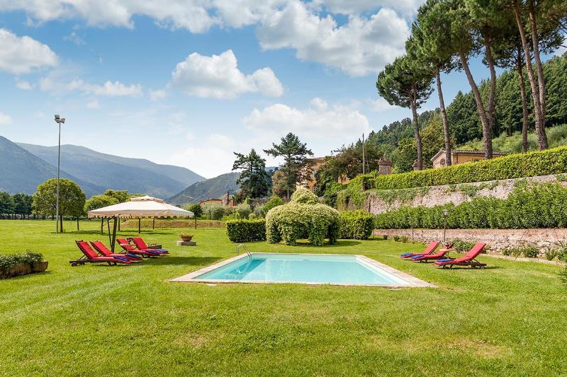 Casa Felice Matteucci, Sleeps 12 - Image 1 - Capannori - rentals
