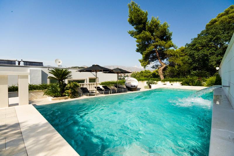 Villa Dubravka, Sleeps 10 - Image 1 - Dubrovnik - rentals