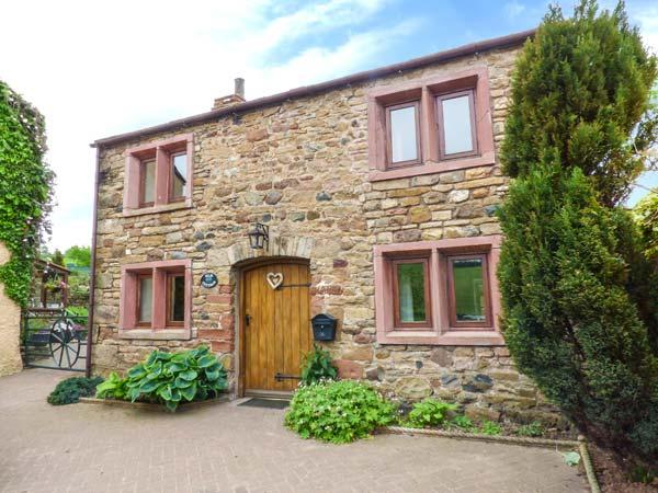 ELM COTTAGE on a working farm, woodburning stove, rural location near Appleby-in-Westmorland, Ref 924360 - Image 1 - Appleby-in-Westmorland - rentals