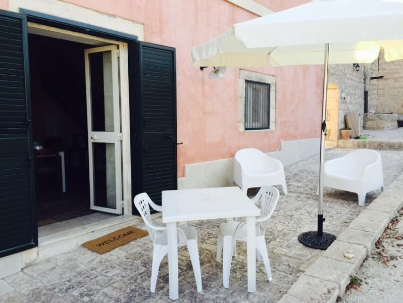 Veranda esterna - two rooms flat to 'inside of ancient Sicilian farmhouse.Parking.Animals welcome. - Pozzallo - rentals