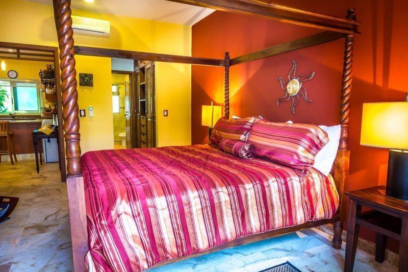Master Bedroom - Paseo Del Sol..Condo107..Luxury 3BR King..Playacar - Playa del Carmen - rentals