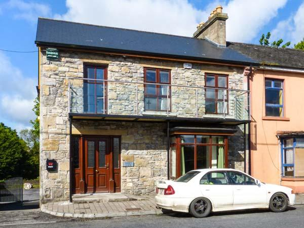 ABBEY VIEW 1, ground floor apartment, pet-friendly, off road parking, shop and pub nearby, Boyle, Ref. 922562 - Image 1 - Boyle - rentals
