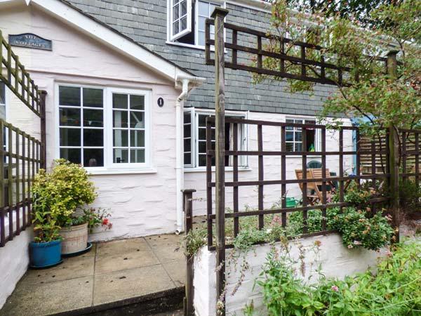HONEYSUCKLE, washing machine, patio with furniture, short walk to beach, Gorran Haven, Ref 926225 - Image 1 - Gorran Haven - rentals