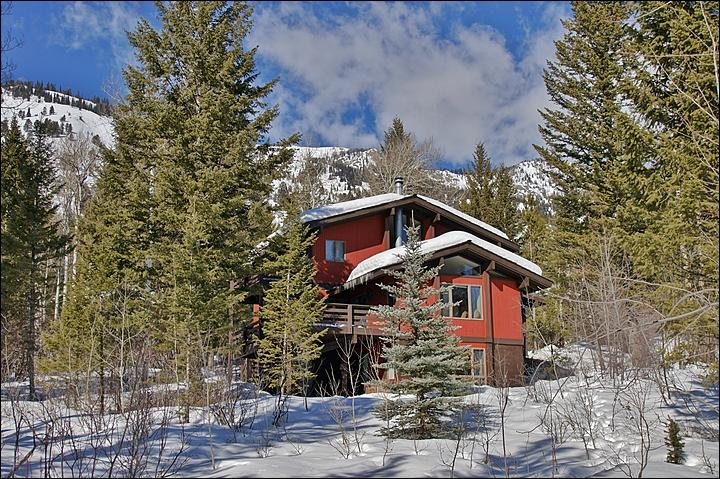The Large Yard includes the Ski Access Trail, the Private Hot Tub, & space for kids to play! - Ski Home To Your Back Door - Beautiful 3-Level Private Home (3498) - Jackson - rentals