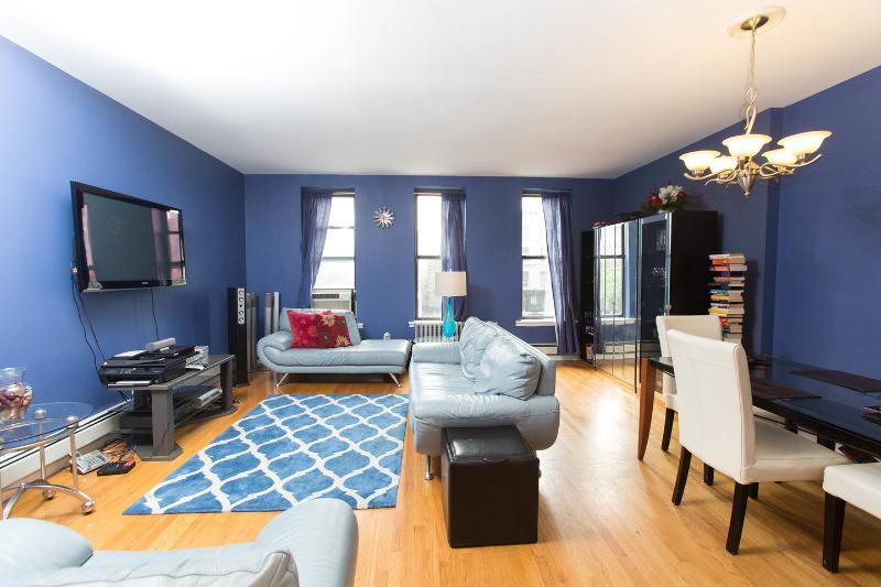 Living Room - Two bedroom gem in Harlem SLEEPS 6 - New York City - rentals