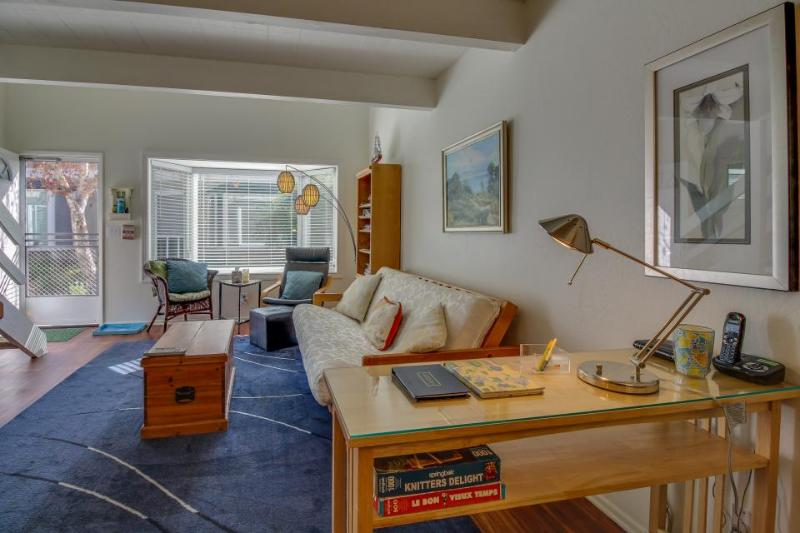 Never miss a beach sunrise or sunset in this cozy condo - Image 1 - Carpinteria - rentals