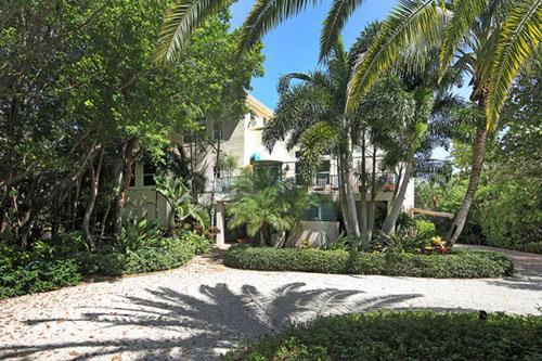 FRONT OF HOME - Kinzie Island - Sanibel Island - rentals