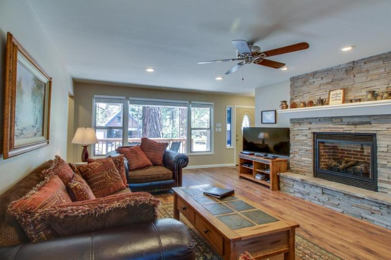 Relaxing vacation home w/ patio and forest views, close to ski slopes! - Image 1 - South Lake Tahoe - rentals
