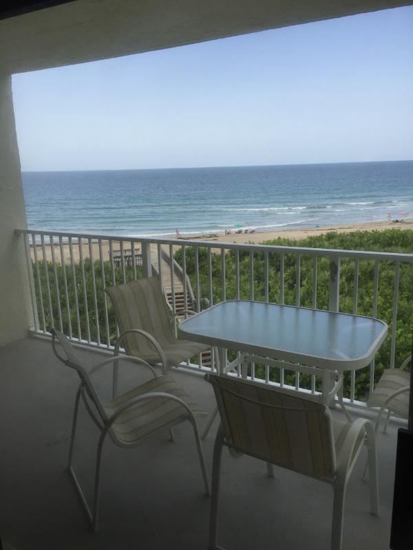 Oceanfront Condo sleeps 4 Hutchinson Island - Image 1 - Hutchinson Island - rentals