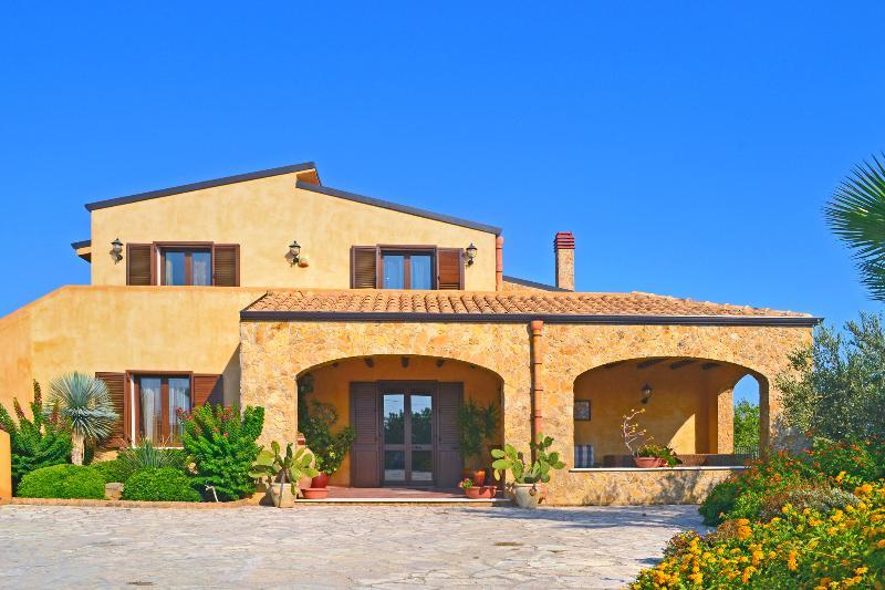 Villa Oasi - Image 1 - Gangi - rentals