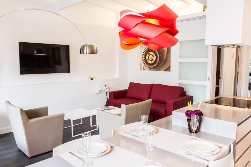Bright 3 Bedroom Apartment in the Heart of Esquerra de l'Eixample - Image 1 - Barcelona - rentals